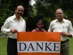Shrikant Bhalerao und Dilip Sate mit Mamta.jpg